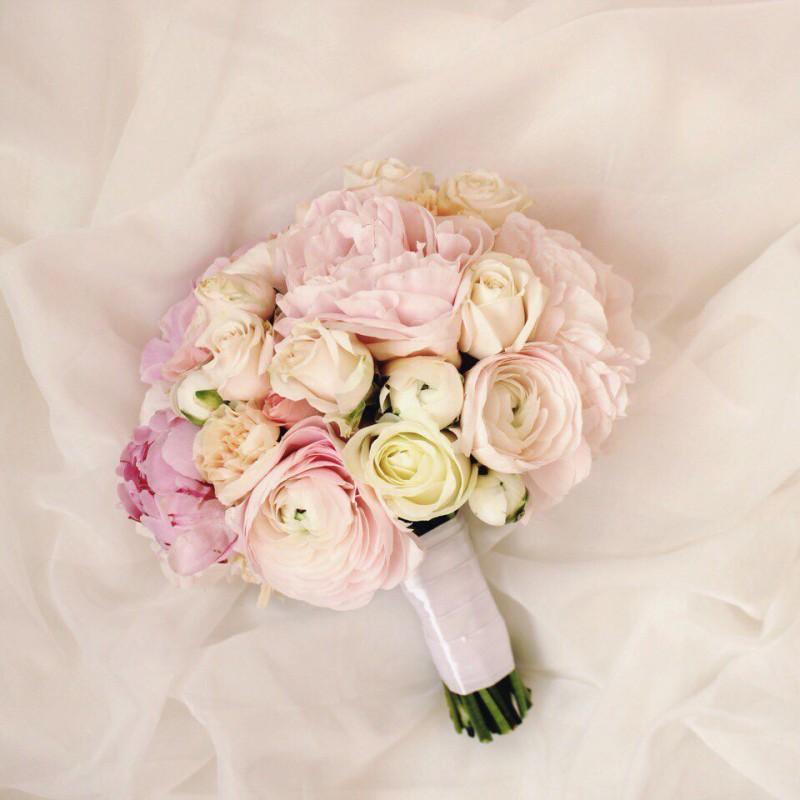 Цветов, свадебные букеты из французских розы и пионовидные