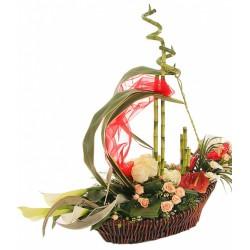 """Корзина из цветов """"Кораблик"""""""