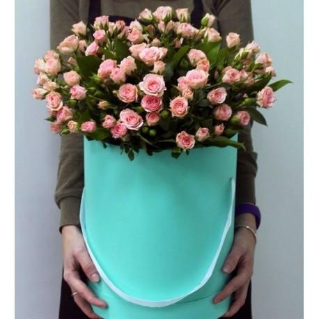Шляпная коробка из 21кустовой розы.
