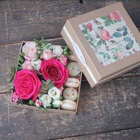 """Коробочки с цветами и макаронс """"Мини"""""""
