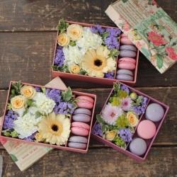 "Коробочка с цветами и макарунами""Летний вечер"""